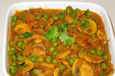 Mushrooms Peas Curry