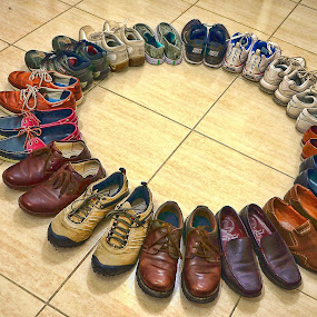 Shoerounded by Rodolfo Dela Cruz - Artistic Objects Other Objects ( shoes, tiles, artistic object, round, shape )