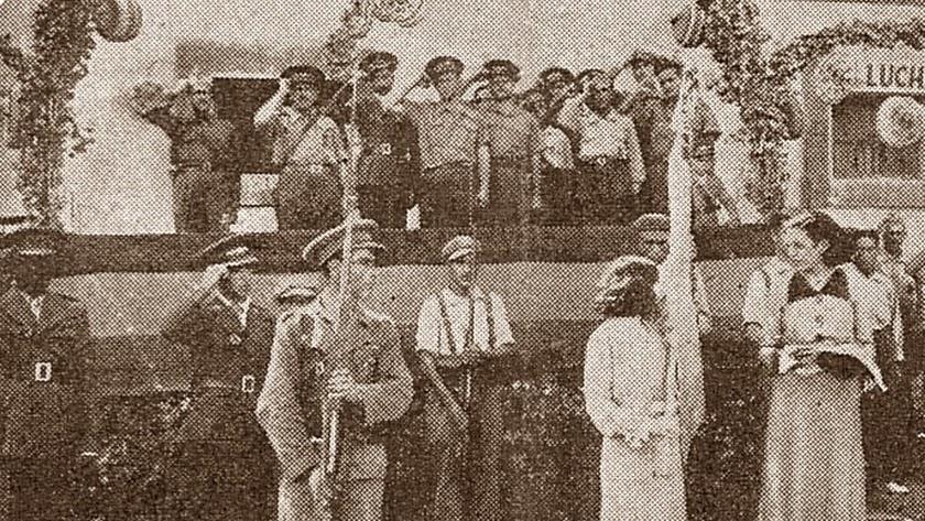 Entrega de una bandera al Batallón Almería en 1937.
