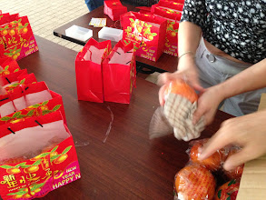 Photo: Going the extra mile to make sure the oranges are dry before going into the bags