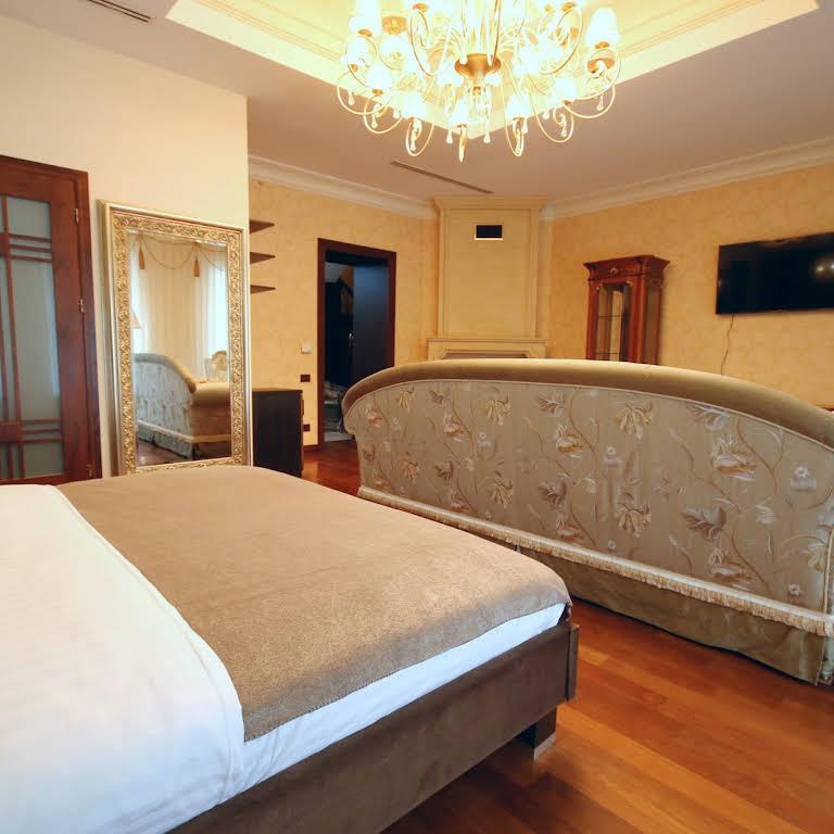 Отель Шато Люкс. Shato Luxe - Бутик-отель в историческом центре Одессы c41fb9e1cab59