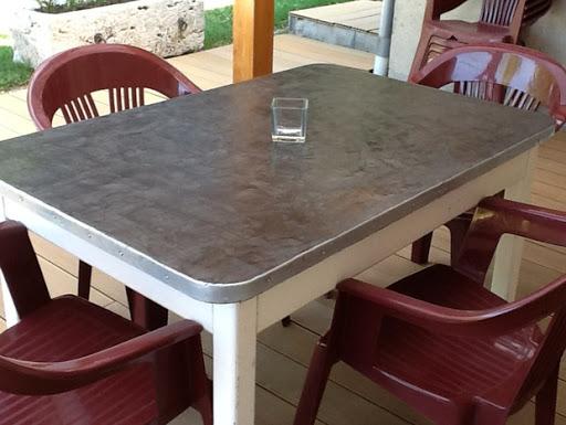 customisation de table avec béton ciré kit prêt à l'emploi à appliquer soi-même avec mode d'emploi