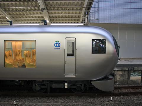 西武鉄道 001系「Laview」_02
