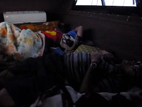 Photo: ジギングからの「お3人様」は、あまりにも釣れないので爆睡してます。 ・・・寝ててもイカは喰わんぞ!