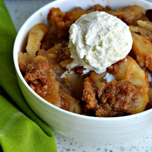 This Delicious Apple Brown Betty Recipe Brings Crisp Sweet Apples With A Touch Of Lemon Together With A Crunchy Cinnamon Nutmeg Topping. For The Ultimate In Comfort Food Top With All Natural Vanilla Ice Cream Or Warm Caramel Sauce.