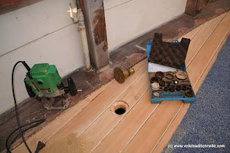 Photo: Pour les différents nâbles. Ici la vidange de la future caisse à eaux noires. Les trous sont chanfreinés à la défonceuse.