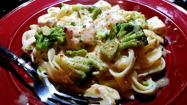 ~ Savory Chicken, Broccoli & Fettuccine Skillet ~