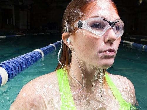 6 thiết bị công nghệ chống nước phù hợp với bãi biển trong mùa hè-3