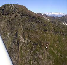 Photo: Crétes frontaliéres de l'Ariége au niveau du Mail de Bulard (2750 m). Massif de la Maladetta à l'horizon en Espagne