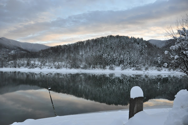 Lago Brasimone al tramonto. di monica_saba