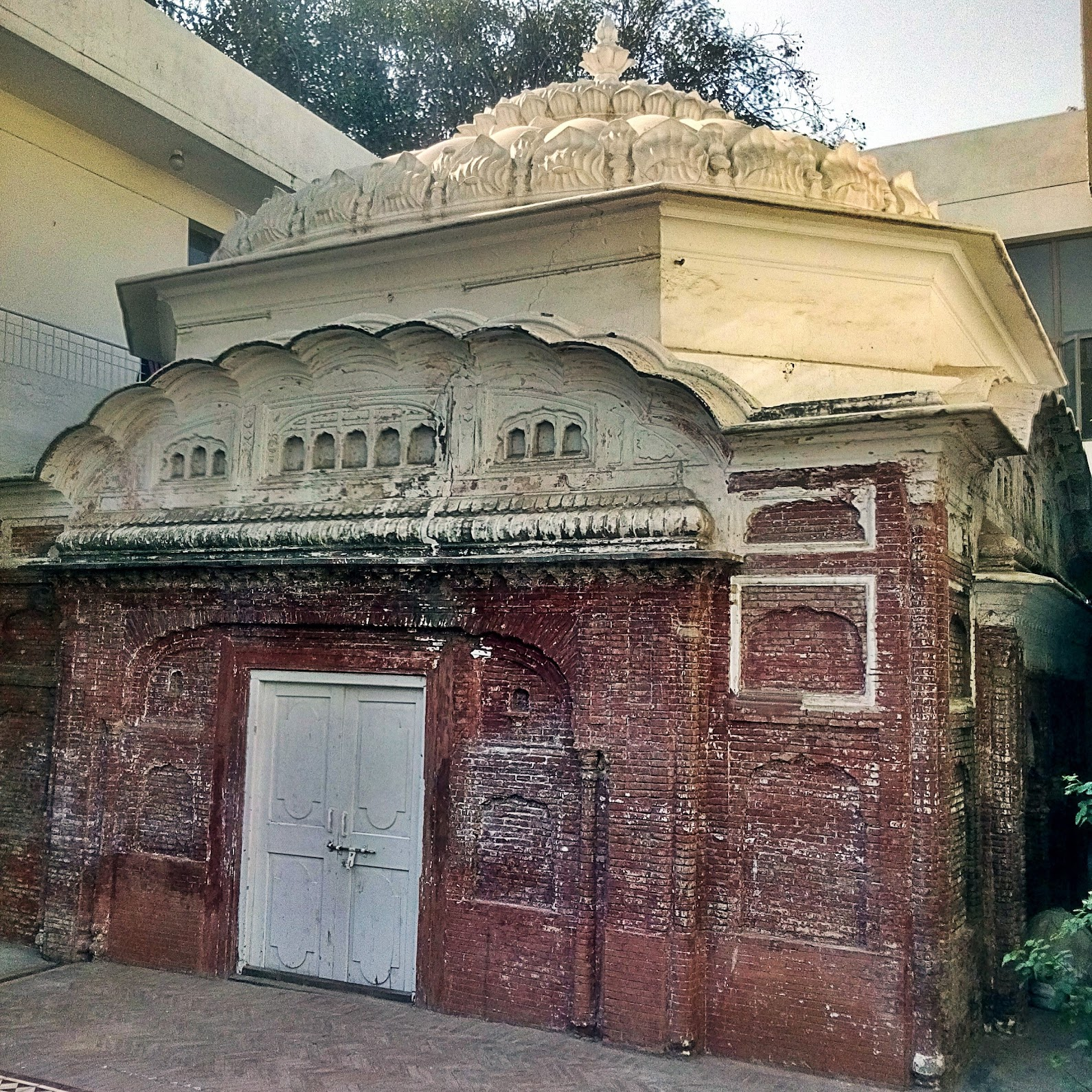 Side view of the Chaubara