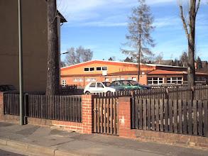 Photo: 2005 - Sporthalle und Turnhalle, am Lehberge (hinter der Grundschule). Die Sporthalle wurde in 1998 vorwiegend in Eigenleistung gebaut und löste da mit dìe Mehrzweckhalle am Schützenplatz ab.