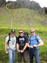 Photo: Massaðir í drasl! Rauða örin bendir á Svarta turninn og gula örin er niðurleiðin. Græna örin bendir á Rauða turninn.