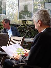 Photo: Minister Plasterk van Cultuur bekijkt de molenfolder