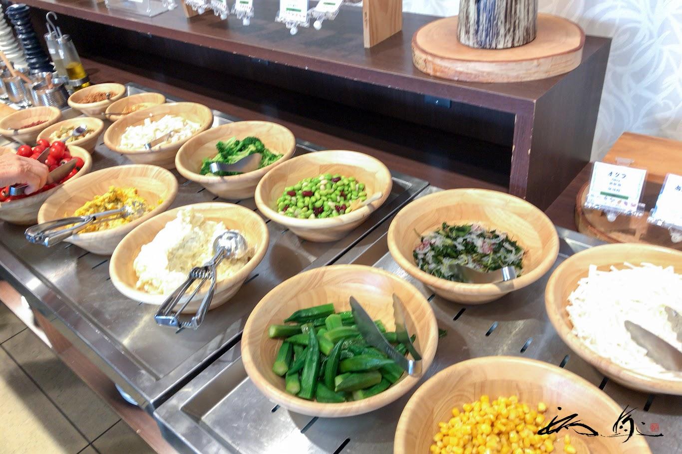 豊富なサラダの数々