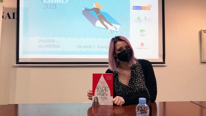 En el Centro Fundación Unicaja, Raquel Sastre ha presentado su libro 'Risas al punto de sal'.
