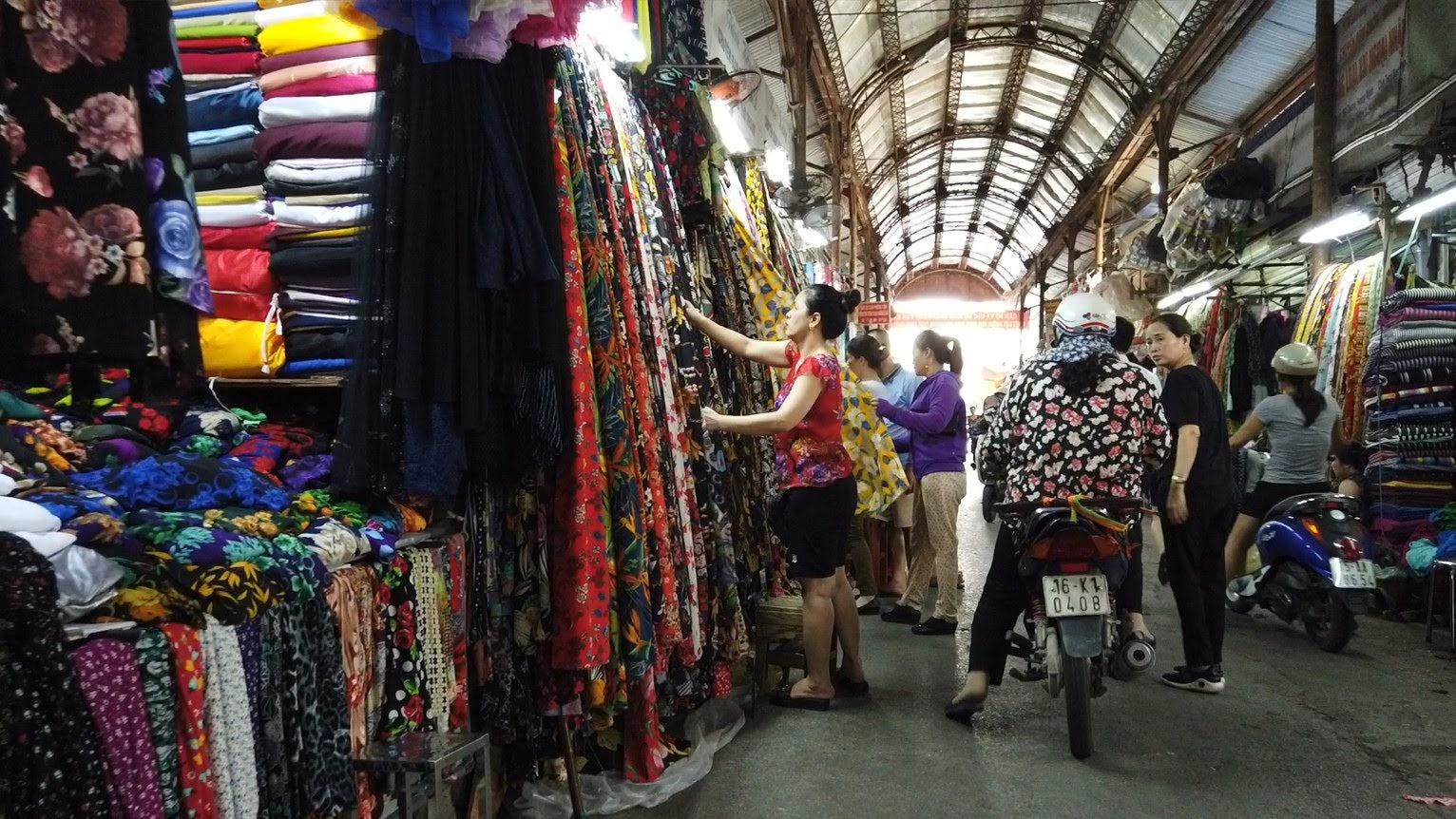 Bên trong chợ bán vải may mặc thời trang tại Hải Phòng 2