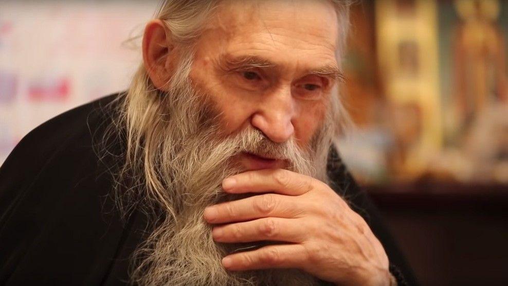 Илий - самый главный и модный старец, к нему очередь из випов.