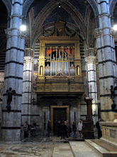 Photo: One flank of the organ, notice the trumpets