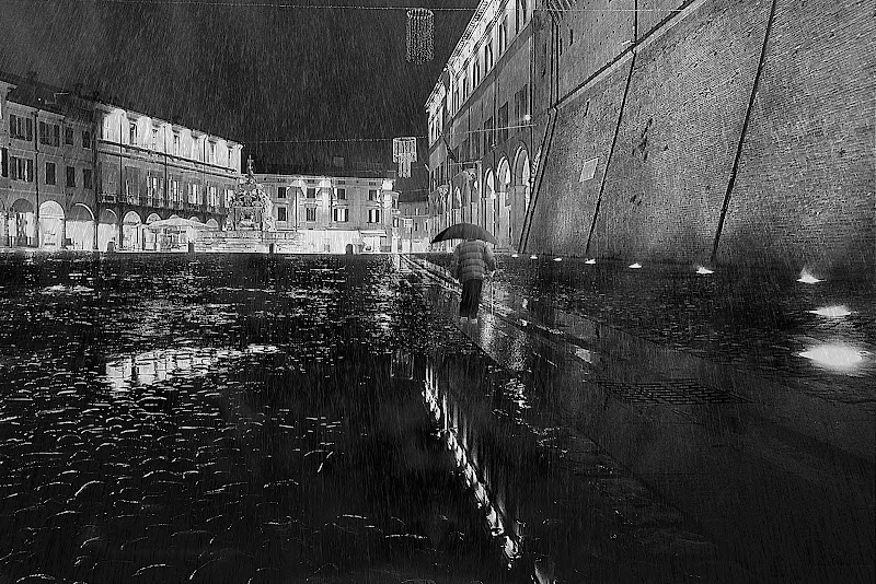 solo, sotto la pioggia di utente cancellato