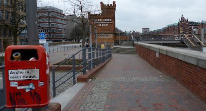 Photo: Hohe Brücke