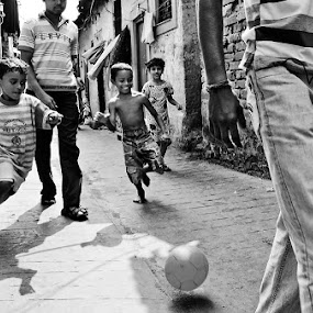 Football in the gali by Saumalya Ghosh - News & Events World Events