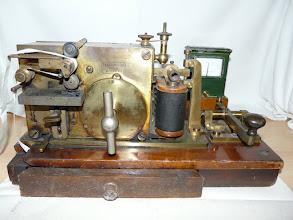 """Photo: Morseschreiber mit Taste und Meßinstument  von  """"Siemens & Halske Berlin""""  Ser.Nr.: 35278  """"DL""""  # 840"""