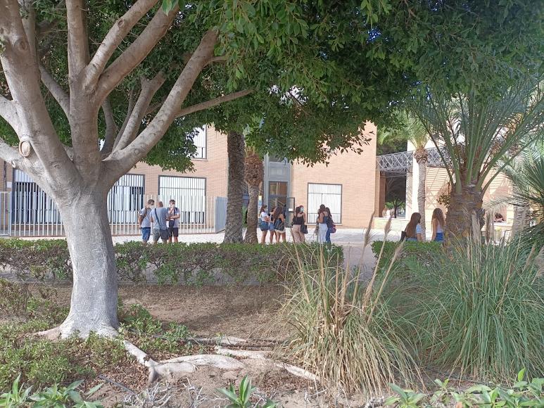 El campus de La Cañada aún está a medio gas  aunque en el Romera era imposible encontrar sitio.