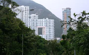 Photo: Repulse Bay, Hongkong - huomaa aukko talossa, että lohikäärmeet pääsevät vuorilta merelle! Mielenkiintoisia haasteita sikäläisillä arkkitehdeillä.