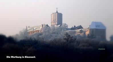 Photo: schneebedeckte Wartburg in Thüringen