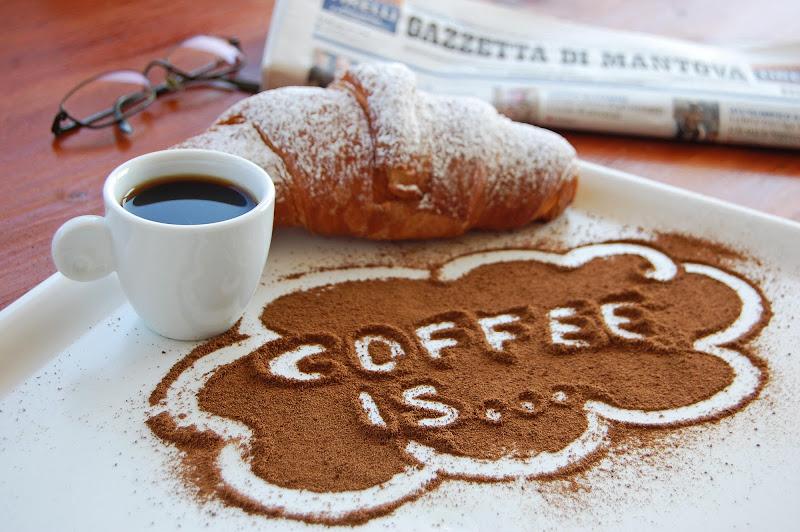 Coffee is... di Licia Piazza