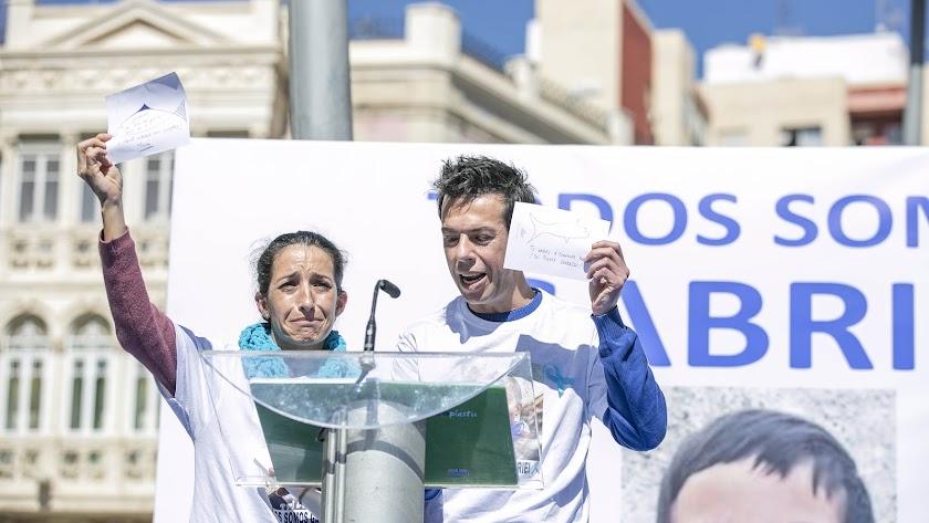 Patricia y Ángel, padres de Gabriel, durante la concentración del pasado viernes.