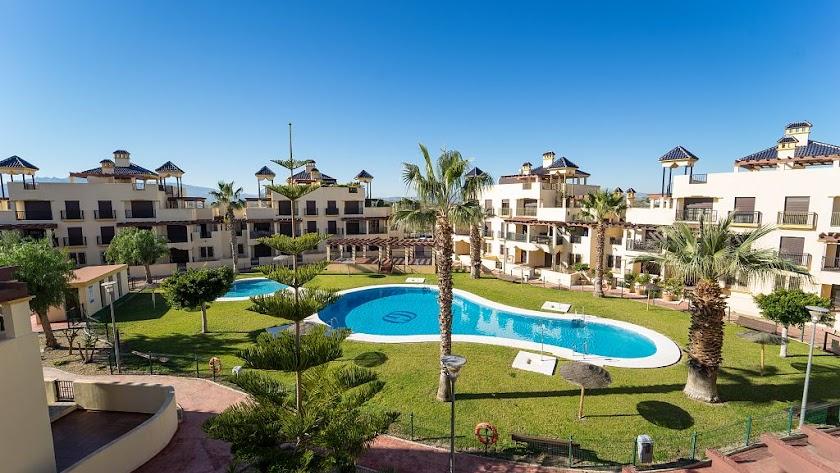 Viviendas ubicadas en urbanización residencial de Vera Playa.