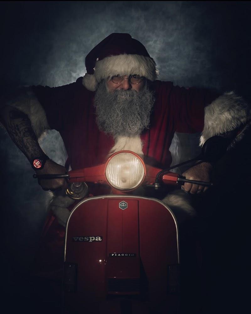 Una luce nel buio della notte di Natale. di maxlazzi