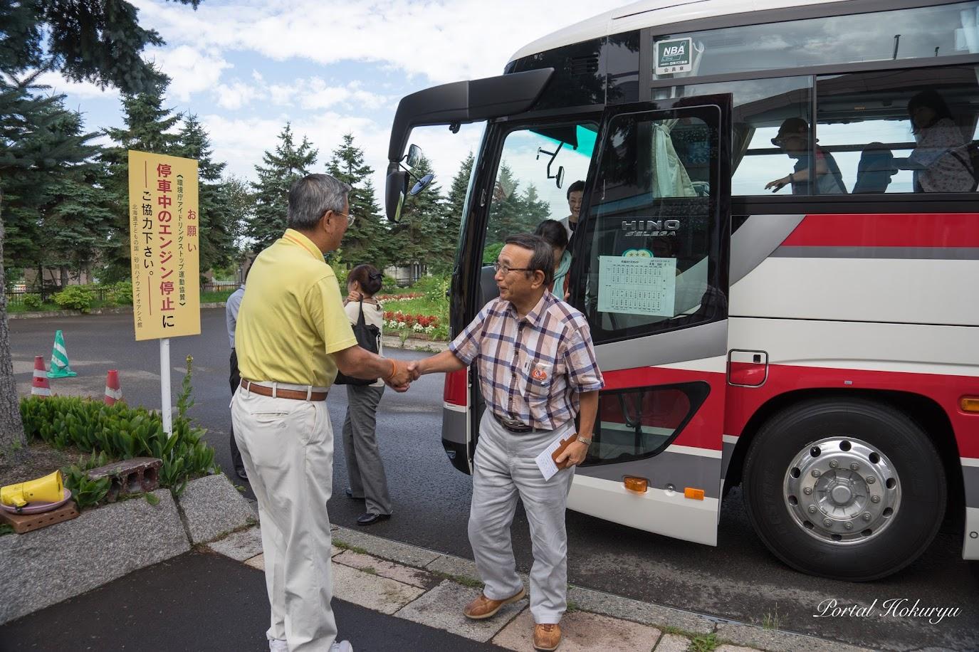 (株)シィービーツアーズ・戎谷侑男 代表取締役社長と歓迎の握手