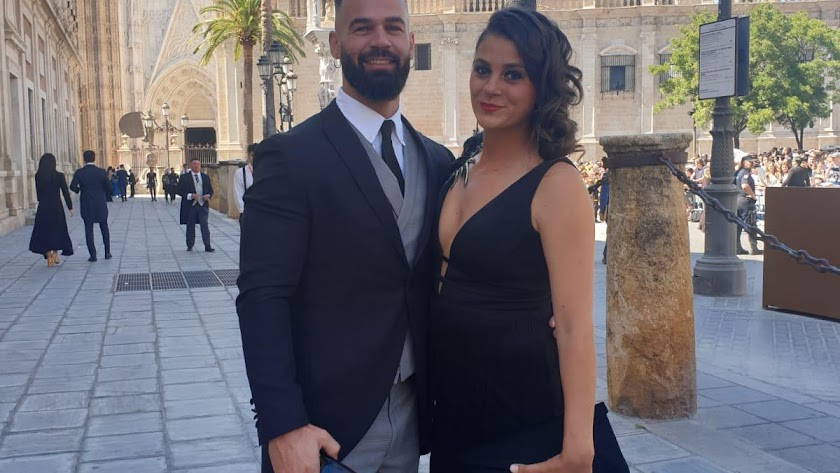 Rodrigo Gálvez y su pareja asistieron a la boda de Sergio Ramos y Pilar Rubio.