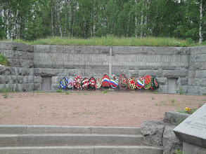 Photo: Tali, naapurin muistomerkki