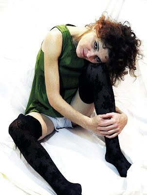 Donna seduta con ginocchio piegato - Egon Schiele 1917 di mousix