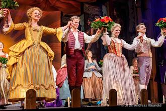 Photo: WIEN/ Raimundtheater:  SCHIKANEDER - Musical von Stephen Schwartz. Inszenierung: Trevor Nunn. Premiere 30.9.2016. Schlussapplaus. Copyright: DI.Dr. Andreas Haunold