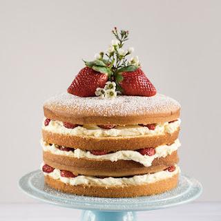 Strawberry and Mascarpone Cream Layer Cake