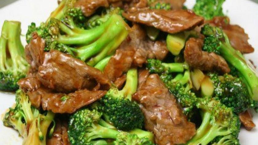 Ternera y brócoli para comer.