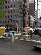 Photo: 明治通りでは、メーデーの行進中。