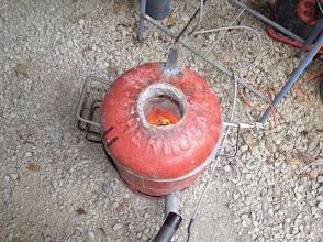 Photo: La chauffe débute doucement pour tempérer le four.