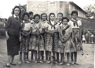 Photo: Mari Tere, Tere (Narciso), Mari, Fefi, Toña, Mari (Ricardo), Rosa Mari, Manolita y Eva Alonso.