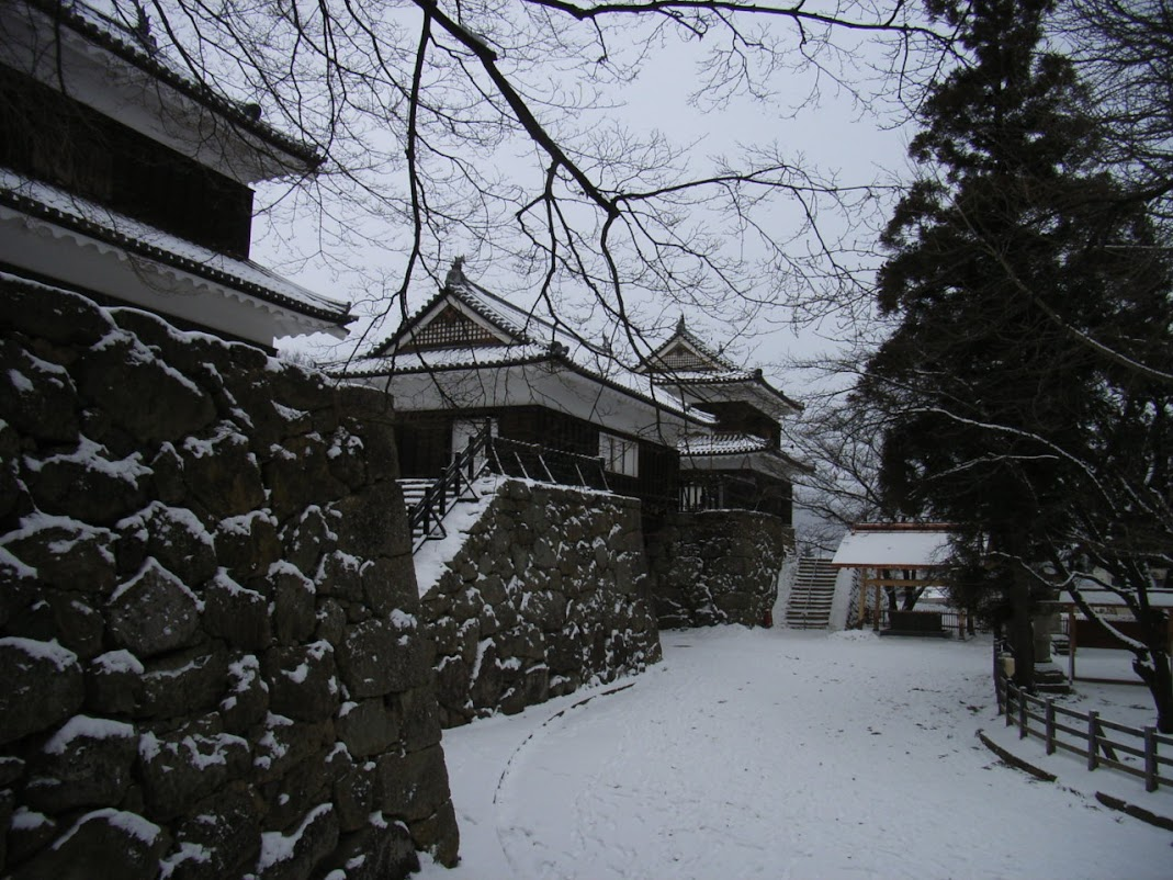 野面積の例 上田城 本丸から、本丸東虎口門、南櫓、北櫓
