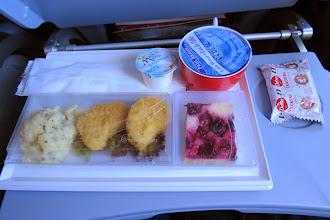 Photo: Airberlinin kylmä illallinen: kaksi nugettia.