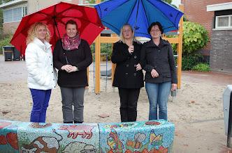 Photo: v.l.n.r. een deel van het vaste team mozaïekers: Marloes de Graaf-Jarigsma, Inge Stevens, Monique Klaasen, Linda Heijne