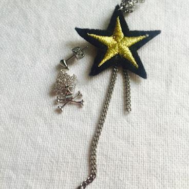 金星布章配水晶石骷髏耳環