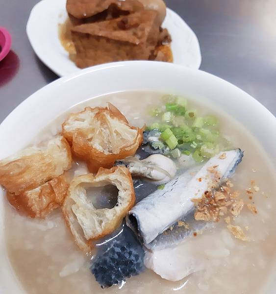 帆哥虱目魚鹹粥滷肉飯
