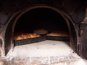 Photo: Pan en el horno de barro